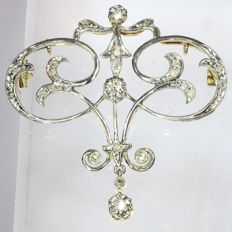 Combined gold Art Nouveau/Belle Epoque pendant-brooch with diamonds, anno 1900