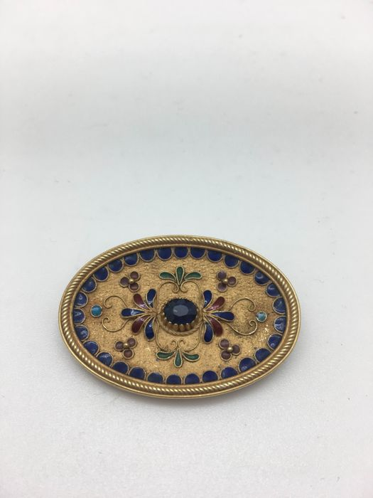 18 kt yellow gold brooch with polychromatic enamels and natural sapphire at the centre, circa 1950