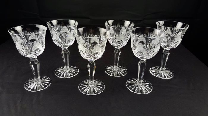 Saint Louis, Nelly model - antique set of 6 chalices in splendid cut and carved crystal
