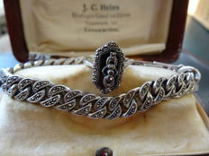 Silver bracelet and ring in Jugendstil style, with onyx and marcasite.