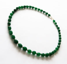 Polished emeralds necklace with 14 kt Gold clasp - 53.8 cm - 195 ct