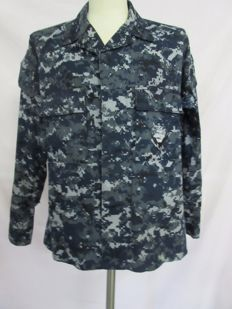 U.S. Navy digital pattern shirt + pants.