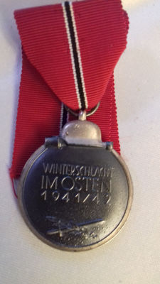 Medal Winter battle in the East 1941/42 with manufacturer number with ring