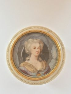 Bernard Verschot (1728-1783), Miniature portrait of a Lady wearing a fichu and facing right, mounted on an ivory toilet set box, Dutch, circa 1760