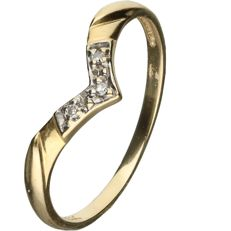 14 kt Yellow gold ring set with 3 brilliant cut diamonds, approx. 0.015 ct in total - ring size: 16.75 mm