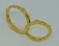 18k yellow gold pair of wedding rings - sizes 55,5 & 65