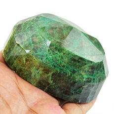 Huge Green Emerald Oval Shape - 86x61x43 mm - 2050 cts