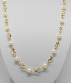 Yellow gold chain necklace with salt water cultured pearls of 5 mm