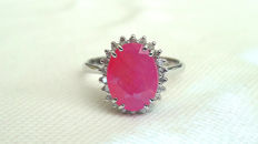 18 kt white gold ring with 3.62 ct ruby and 0.22 ct diamonds ***NO RESERVE***