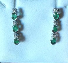 2 dangle earrings in 18 kt white gold with 6 emeralds and 6 small diamonds