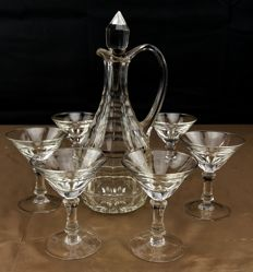 Baccarat, Set of 7 pieces made of cut and chiselled glass