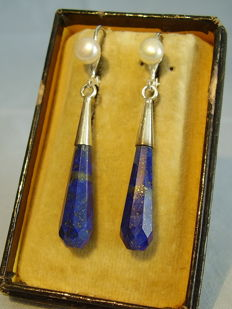 Elegant facetted royal blue lapis lazuli pendeloques of 20 ct in total with genuine pearls