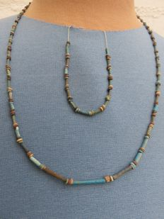 Egyptian Kingdom - necklace and bracelet with faience beads - Late Period, 664-332 BC - lengths 60 cm and 18 cm