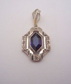Art Deco pendant in 18 kt gold and platinum, with synthetic sapphire and diamonds.