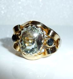 14 kt / 585 gold ring with 4 ct natural aquamarine + 2 sapphires, ring size 56 - alterable