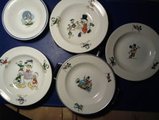 Disney, Walt - 3 warming plates and 2 children's plates - Donald Duck and Mickey Mouse (c. 1960s/70s)
