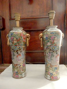 A pair of fine porcelain urn shaped table lamps with handles - China - 1950's/1960's
