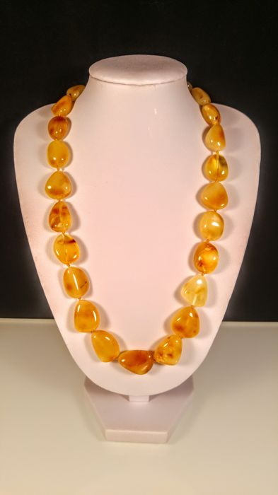 Vintage Egg yolk colour 100% Genuine Baltic Amber necklace, length 47 cm, 28 grams