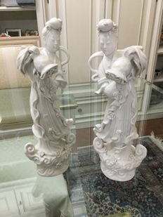Pair of statues in fine white porcelain - China - Second half of the 20th century