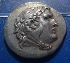 Greek Antiquity - Kingdom of Macedon - Alexanter the Great - SCARCE, Rare Issue Tetradrachm, circa 225-175 BC, Bold Strike and a Gorgeous Relief.