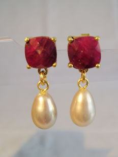 Elegant ruby solitaire stud earrings (6 ct) with dainty grey cultured pearls
