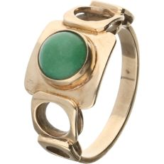 14 kt – Yellow gold ring set with a cabochon cut malachite - Ring size: 15.25 mm