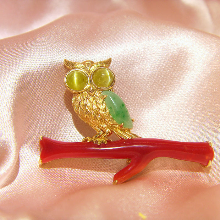 18Kt  brooch with 5.843ct of red coral (AKA) and 0.63ct of  A feitsui(jade),0.836ct of chrysoberyl Cat's Eye