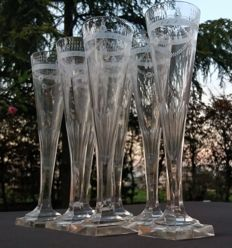 Baccarat Harcourt, Lot of 7 stem glasses made of cut glass with engravings