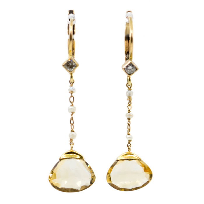 These Retroes Earrings featuring 4,00ct Citrines decorated with 0.08ct Brilliant Cut Diamonds and Pearls in 14k Gold.