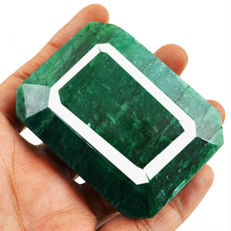 Huge Green Emerald Rectangular Shape - 65x49x26 mm - 825 cts