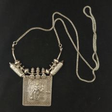 Antique snake necklace with silver pendant depicting Vishnu - South India, early 20th century