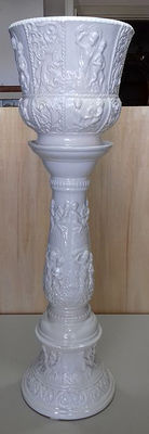 Porcelain column/stand with vase - Vecchia Bassano - Italy - first half of the 20th century