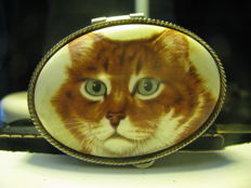 Oval mini jewellery box, ceramic lid with cat's head painted, carved silver.