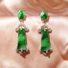 18kt white gold earrings with 3.91 ct of Jadeite, A feitsui and 0.197 ct of Diamond