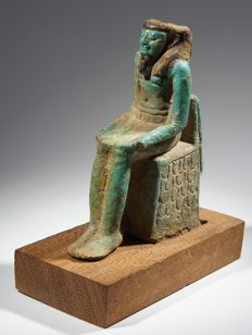 Important Egyptian votive statuette of a male with the cartouche of Pharao Psusennnes II Faience H. 8,5 cm