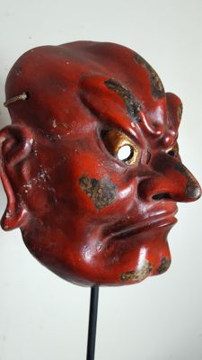 Old theatrically painted Noh mask - Kongo Rikishi - Japan - Mid 20th century