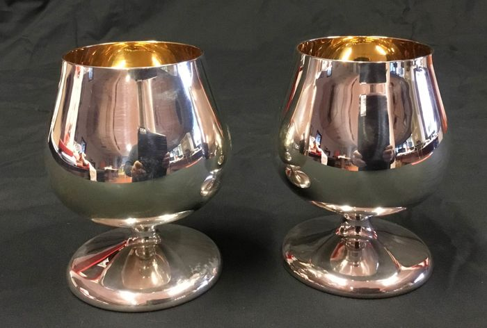 Two cognac balloon glasses in 925 silver and gilt-silver. Silversmith: Argenteria Belfiore, Florence (Italy)