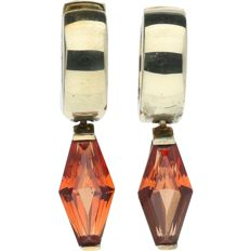 14 kt Yellow gold snap creole earrings Set with orange Padparadscha.