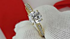 1.31 ct D/SI1 round diamond ring 14 kt yellow gold - size 7