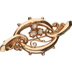14 kt – Rose gold brooch set with 3 seed pearls - Length x Width: 38 mm x 19 mm