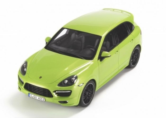 GT-Spirit - Scale 1/18 - Porsche  Cayenne  GTS GT020 - Green - Limited to 1,000 pieces
