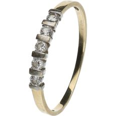 14 kt Bi-colour ring set with Zirconia. Ring size: 20 mm