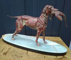 Hunting dog with game - Zamak sculpture