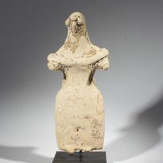 A rare Greek figurine/idol, possible the Goddess Hera, terracotta h 10 cm