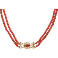 14 kt. - Two-strand precious coral necklace with an elegant 14 karat yellow gold box clasp set with a cabochon cut precious coral - Length: 36.5 cm