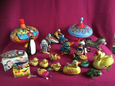 Several countries / brands - Several dimensions - Lot with 15 pieces of tin toys, 1970s/90s
