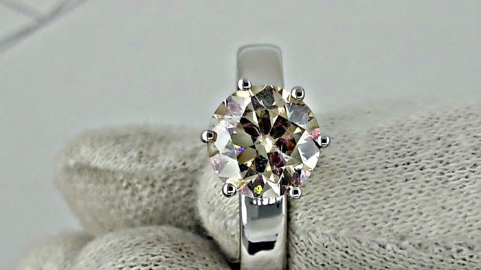 2.20 ct SI1 round diamond ring made of 18 kt white gold - size 7