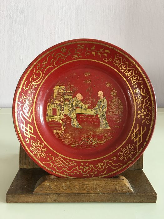 Red lacquer Chinoiserie papier mache platter - English or French - First half 19th century