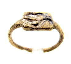 Bronze Seal Ring depicting zoomorphic motif - Wearable Gift - 17 mm