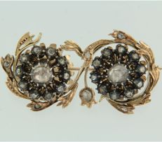 Gold with silver brooch set with rose cut diamonds of approx. 0.60 ct in total